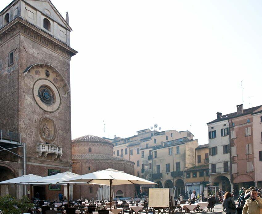 Piazza delle Erbe - Torre dell'Orologio