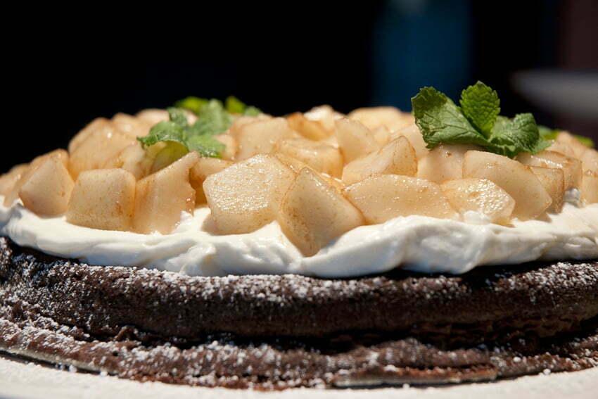 ciasto czekoladowe z kremem mascarpone i gruszkami