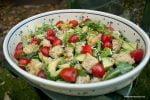 Zielona sałata z kawałkami polenty